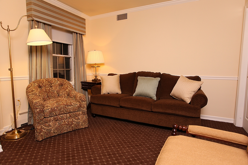 Plumsteadville Inn Two Room Suite