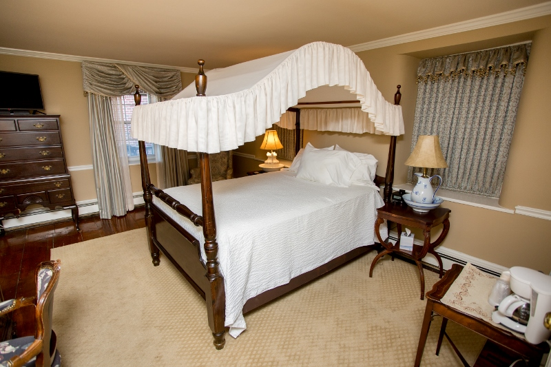 Plumsteadville Inn Historic Guest Room